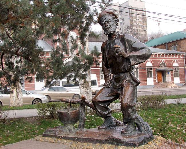 Щукарь на набережной Ростова, скульптор Можаев, фото Веры Волошиновой