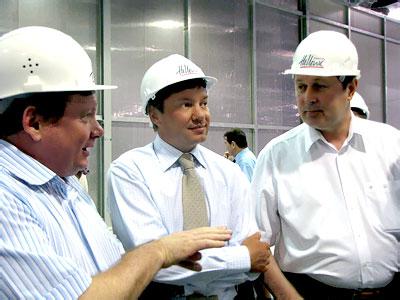 Глава администрации Азовского района Валерий Бевзюк на экскурсии по заводу компании Coca-Cola Hellenic, фото Веры Волошиновой