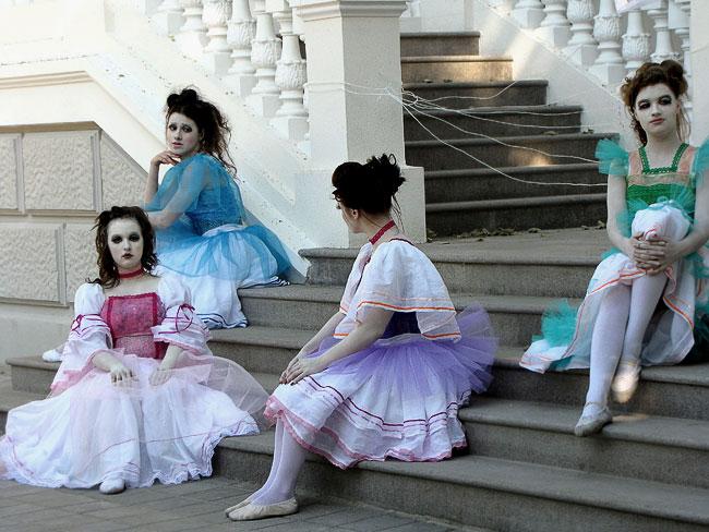Люди-куклы, проект Арт-район Первого Южно-Российского Биеннале, фото Веры Волошиновой