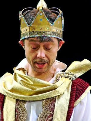 Юрий Сопов (король) в спектакле Новошахтинского театра