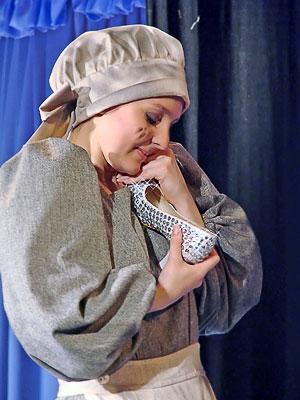Мария Третьякова (Золушка) в спектакле Новошахтинского театра