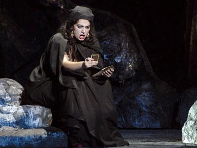 Надежда Кривуша в опере Ростовского музыкального театра 'Кармен' фото из архива театра