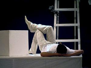 Михаил Сопов в спектакле Новошахтинского муниципального драматического театра 'Одновременно'  фото Веры Волошиновой