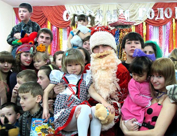 Новый год в приюте социально-реабилитационного центра для несовершеннолетних Ростова-на-Дону, волонтеры ДГТУ, фото Веры Волошиновой