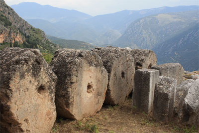 Храм Аполлона в Дельфах