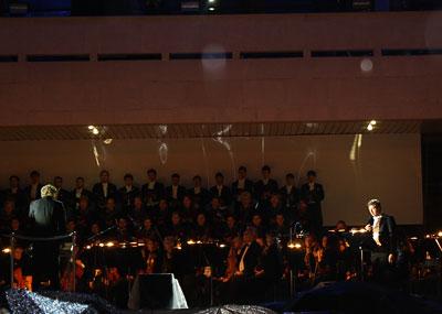 Кармина Бурана на ступеньках Ростовского Музыкального театра, день города 2009, фото Сусловой Полины