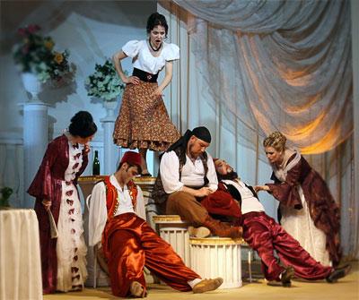 Комическая опера Моцарта 'Так поступают все' в исполнении выпускников Ростовской государственной консерватории, фото Веры Волошиновой