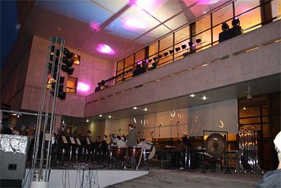 Исполнение Кармины Бураны на ступеньках Ростовского Музыкального театра, день города 2009, фото Сусловой Полины